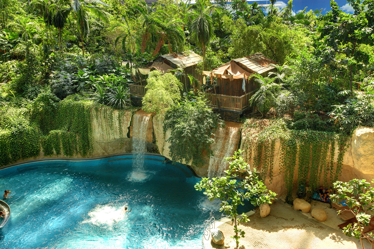 Wasserfall Lodge im Tropical Islands